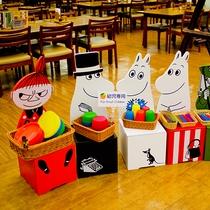 お子様用の食器置き場には人気のキャラクターも。