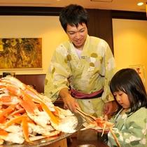 【夕食バイキング】蟹足も食べ放題♪贅沢に山盛りにしちゃいましょう!