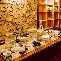 朝食バイキング 納豆やお漬物など和食派にもうれしい品揃え。