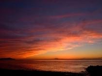 隠岐の島の夕景…海を覆いかぶさるような夕焼雲*。