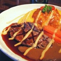 併設レストラン ラルコルの人気メニュー「究極の豊後牛オムライス」は絶品!