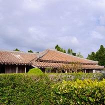 【旧上江洲家】1700年代半ばに建築。保存状態も良く、琉球王朝時代の名残を感じる