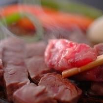お口の中に入れただけで溢れ出すジューシーな肉汁!美味しいお肉だからこそ味わえる幸せです!