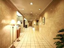 ホテル入口~フロント