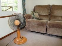 夏の扇風機