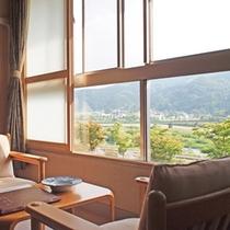 *【客室例】窓の外には美しい自然が広がります。