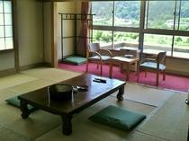 山並みと東鳴子温泉を一望するお部屋