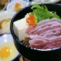 【名物料理「豚すき焼き」】