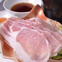 *お夕食一例(豚しゃぶ)/甘くて美味しい豚肉を湯にサッとくぐらせてお召し上がり下さい。