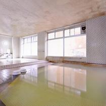 *大浴場/熱塩温泉は600年余続く古い温泉。健康増進に役立つ名湯として多くの方々に愛されています。