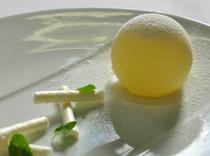 ホワイトチョコレート          ココナッツのメレンゲ