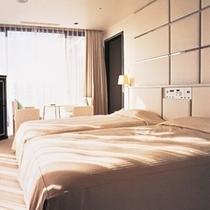 32階ロイヤルスイートルーム「アフター・グロウ」ベッドルーム