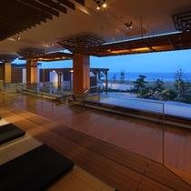 隣接の鴨川グランドホテル内、温泉大浴場「海の回廊」 海を眺めながら温泉を♪(無料)