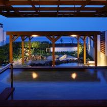 隣接の鴨川グランドホテル内にある温泉大浴場「海の回廊」(無料)