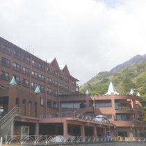 【ホテル外観】近鉄湯の山温泉駅まで送迎サービスも行っております(要予約)