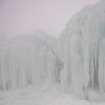 【冬の御在所岳】自然を利用した人工の造形美「氷瀑(ひょうばく)」