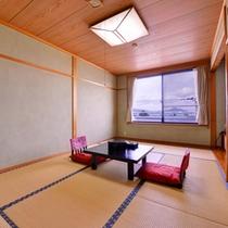 *和室8畳(客室一例)/お部屋から若狭富士や碧い海を一望。潮風にあたりながらのんびりお寛ぎ下さい。