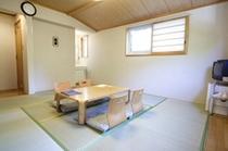和室1:エアコン・TV・冷蔵庫・洗面所・トイレ(温水洗浄便座付)完備。
