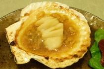 料理例13:活ホタテのバター焼き