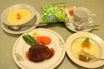 幼児夕食例:手作りハンバーグ・コーンスープ・デザート等