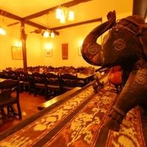 シックな雰囲気のレストランです