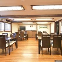 *お食事処 広々とした食堂