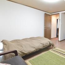 *客室 和洋室シングル 和室を改装した洋室です。