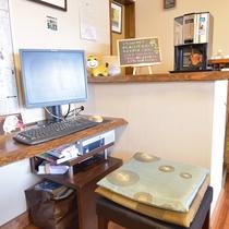 *まほろばカフェ パソコンも利用できます。モーニングコーヒーはサービス中です。