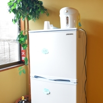 *館内設備 共用冷蔵庫 名前を書くのをお忘れなく!