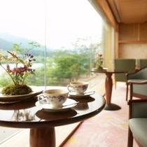 阿賀の景色を眺めながらのティータイムは格別です