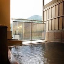 人気の貸切露天風呂はもちろん源泉掛け流しです