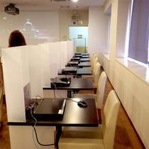 パソコンがあるブース席は2階にあり、別途料金を頂戴致します。