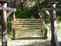 壱番館の<手作りブランコ>♪テーマは 「森の中に溶け込む」です(^^♪