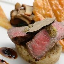 特選牛フィレ肉の網焼き トリュフとポルチーニのリゾット添えソースペリグー