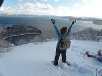 スノーシューで名倉山