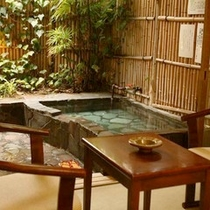 白浜館で1番のリピート率を誇る露天風呂付和室でおこもり温泉