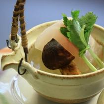 九絵と松茸の土瓶蒸し