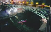 窓から見える摺上川と十綱橋の景色