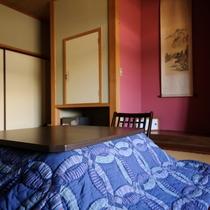 *冬・本館客室一例/冬は炬燵に入ってのんびりぬくぬく♪