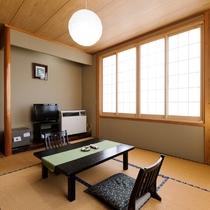 *本館和室8畳/遠くに山が見える客室です