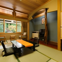 *本館和室8畳(山側)/近くに山が見える客室です