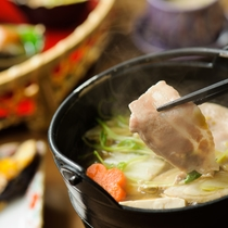 *夕食一例/食材豊富で味付けも繊細です。。