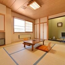 """*和室10畳(客室一例)/草津のシンボル""""湯畑""""を望むお部屋でのんびりとお寛ぎ下さい。"""