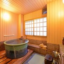 """*貸切風呂""""白根葵""""/肌触りも柔らかい畳のお座敷風呂。足元が滑らず、安心してご入浴いただけます。"""