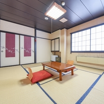 """*和室10畳(客室一例)/草津のシンボル""""湯畑""""側のお部屋でのんびりとお寛ぎ下さい。"""