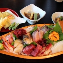 (夕食)お刺身の舟盛ほか