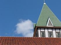三角屋根が目印です。
