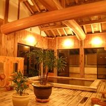 総ヒノキ造りの大浴場