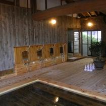 総ヒノキ造りの大浴場(入口側)