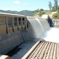 *【周辺観光】雄大なダムの放水をご覧頂けることも!